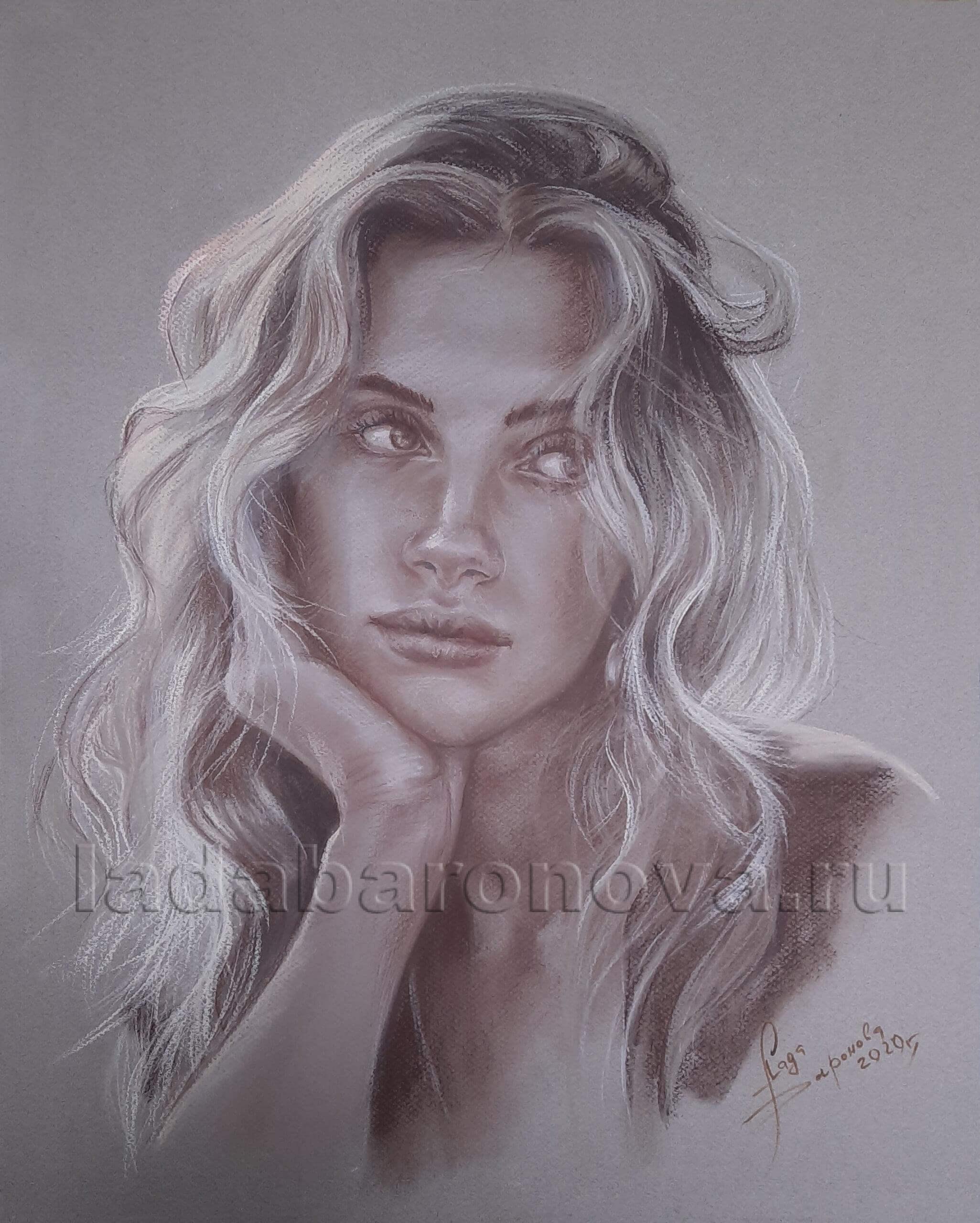 Портрет девушки сепия, пастель